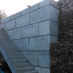 Opěrná stěna u RD + základ