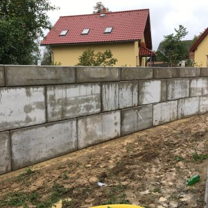 Opěrná stěna u RD – Vendolí