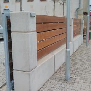 Opěrná stěna a zároveň plot – Bohemia Apples Tuchoraz