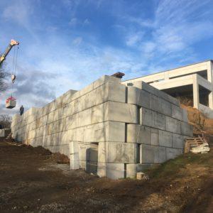 Senohraby – opěrná stěna u RD