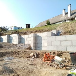 Opěrná stěna u RD – Bavorov